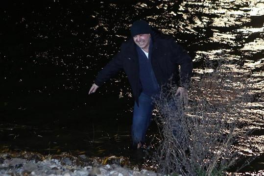 Martin Zounar musel aspoň do ledové vody.