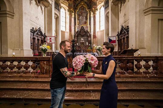 Jejich seznámení proběhlo v kostele sv. Mikuláše na Staroměstském náměstí v Praze.