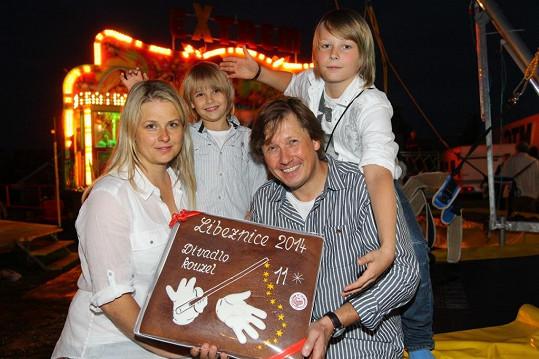 Pavel Kožíšek vyvedl i svou nádhernou rodinku.
