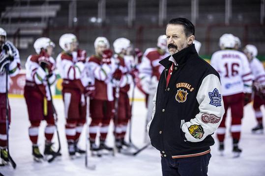 Diváci seriálu Lajna si Jiřího Langamajera oblíbili v roli trenéra Luboše Hrouzka.