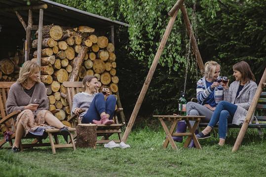 Natáčení probíhá v chatařské oblasti u Nižbora na Berounsku.