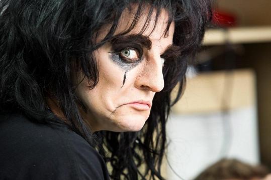 """""""Alice Cooper má nos křivý, tak jsem se snažil, aby co nejvíc odpovídal skutečnosti,"""" uvedl umělecký maskér David Šesták."""