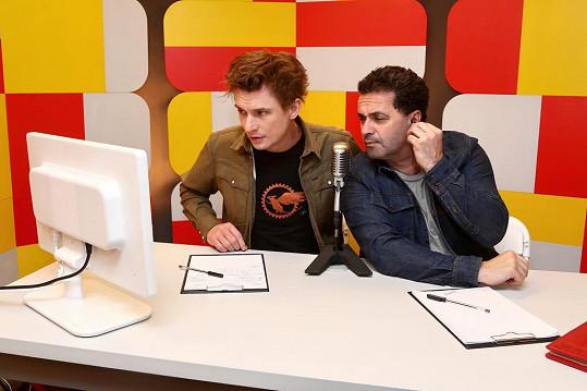 Tomáš Měcháček a Martin Dejdar si pro soutěžící vymysleli další zapeklité úkoly.