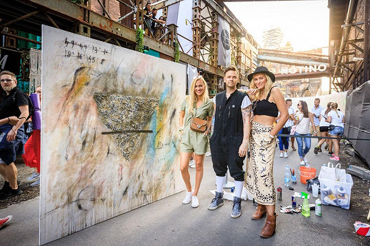 Renata a Zorka s umělcem Maximem