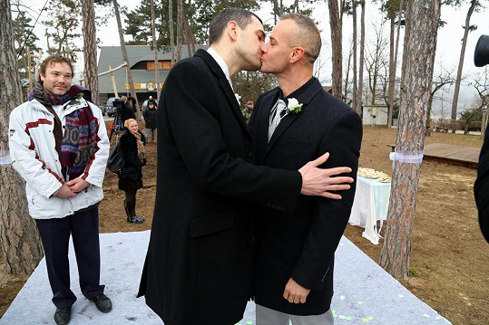 Herci si zahráli zamilované gaye.