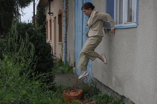 Obětavá zdravotní sestra Vlasta v podání Aleny Mihulové při své práci na jihomoravském venkově ošetřuje spoustu rázovitých místních pacientů.