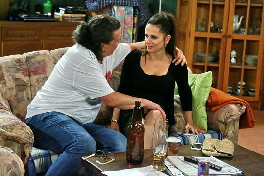 Laďka Něrgešová natáčela scénu s Richardem Genzerem.