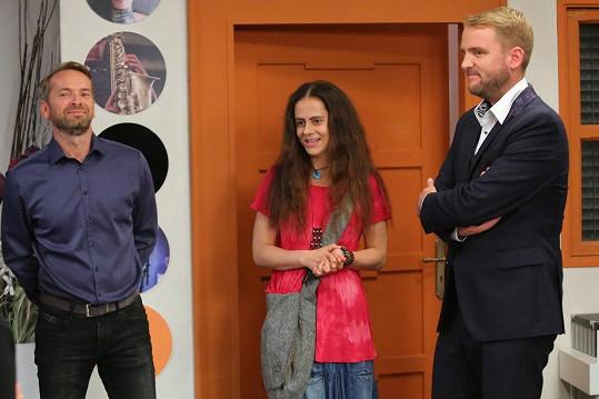 S Liborem Boučkem (vpravo) si zahrála v seriálu Krejzovi. Vlevo Jan Révai.