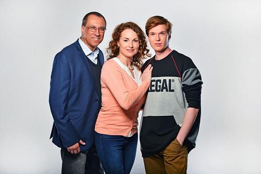 Nováčky v seriálu Temný kraj jsou David Suchařípa, Markéta Hrubešová, a Lukáš Kunz.