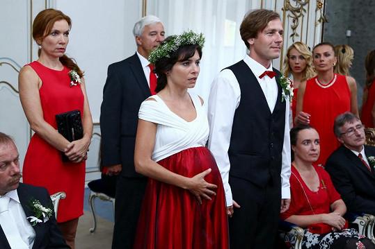 Kateřina Janečková coby Míša Krátká a Radim Jíra jako Šimon Hybš jsou životními partnery nejen v seriálu, ale i ve skutečnosti.