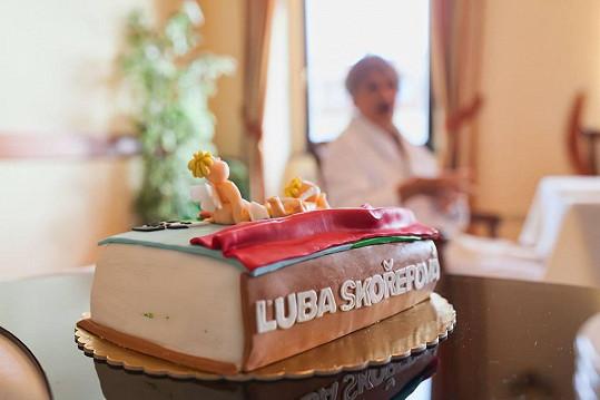 Takový nádherný dort dostala k narozeninám.