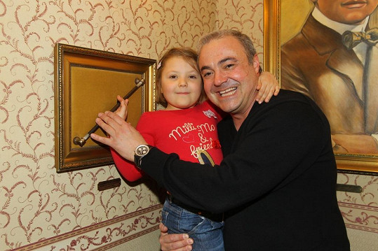 Martin Zounar si s dcerou Claudií nenechal ujít kouzelnickou show.