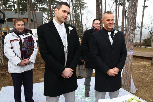 Petr Semerád (uprostřed) je velký fešák.