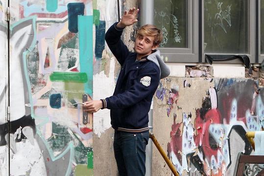 Vincent Navrátil studuje herectví v Londýně.