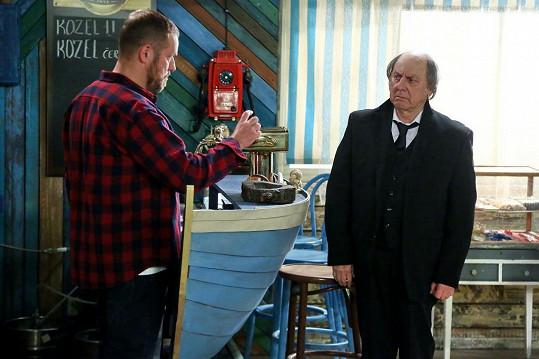 Boris Hybner jako František Kukačka. Na snímku s hereckým kolegou Filipem Blažkem