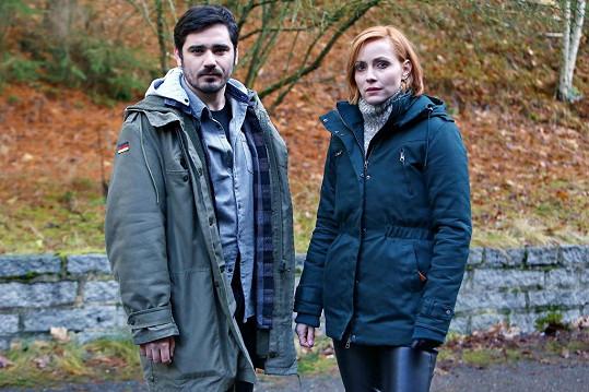 Vojta Kotek a Markéta Plánková v reálném prostředí během natáčení