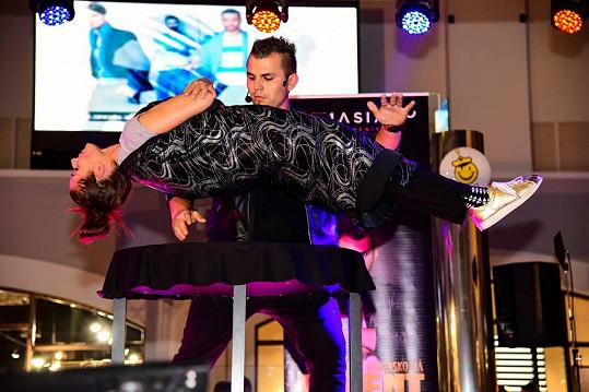 Při vystoupení nesmí chybět levitace.