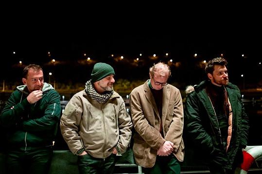 Vhlavních rolích čtyř kamarádů se představí Martin Pechlát jako Prvok, David Švehlík jako Šampón, Hynek Čermák bude Tečka a Karel ponese tvář Martina Hofmanna.