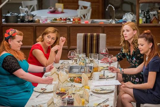 Lucie Polišenská, Vanda Hybnerová, Markéta Plánková a Ivana Korolová hrají v seriálu Krejzovi sestry. A všechny jsou to zrzky.