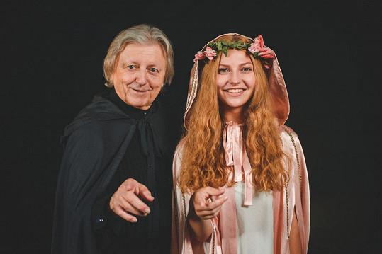 Václav Neckář nazpíval vánoční ukolébavku s mladou zpěvačkou Dessi.