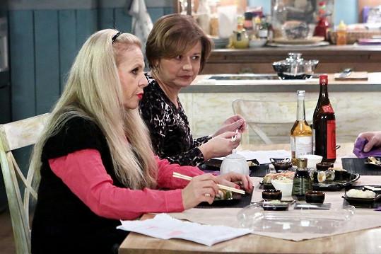 Olga s Ivanou si na sushi pochutnaly.
