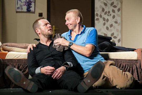 Filip hraje vraha, Miroslav sebevraha.