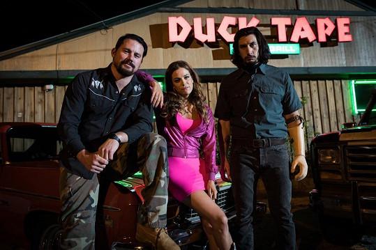 Riley Keough si ve filmu Loganovi parťáci zahrála s Channingem Tatumem a Adamem Driverem.