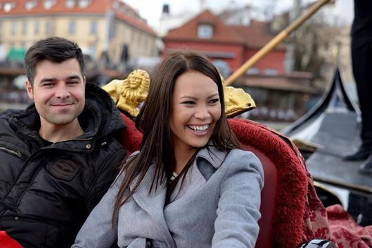 Přítel Moniky Leové tak trochu může za to, že Budková stále není zasnoubená.