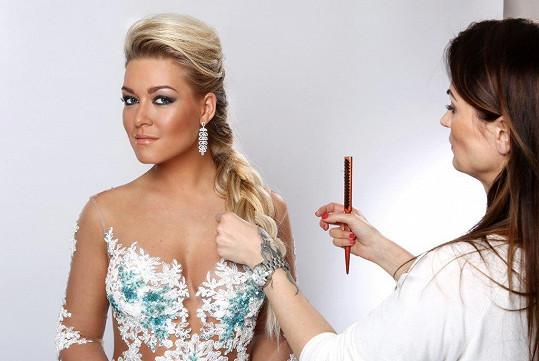 Česká Barbie Myslivcová přišla se zcela jiným klipem, jehož sledovanost rovněž trhala rekordy.