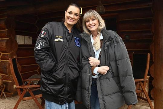 Chantal Poullain a Alena Šeredová si v seriálu Kapitán Exner zahrály pár.