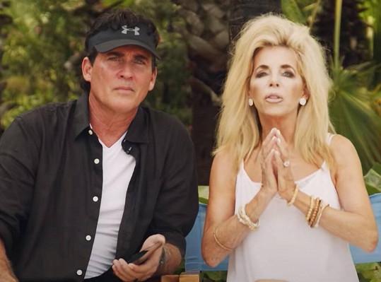 Joe s manželkou Gwen zemřeli při letecké havárii.