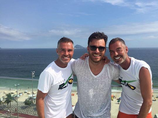 Leoš Mareš se s módními návrháři Deanem a Danem Catenovými potkal během dovolené v Riu.