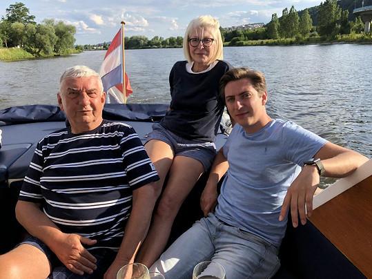 Miroslav Donutil s manželkou Zuzanou a synem Martinem, který je také hercem.