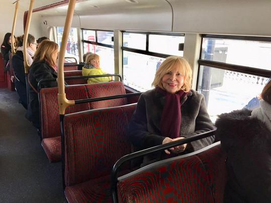 Hanka v legendárním dvoupatrovém autobusu očima Štefana Margity