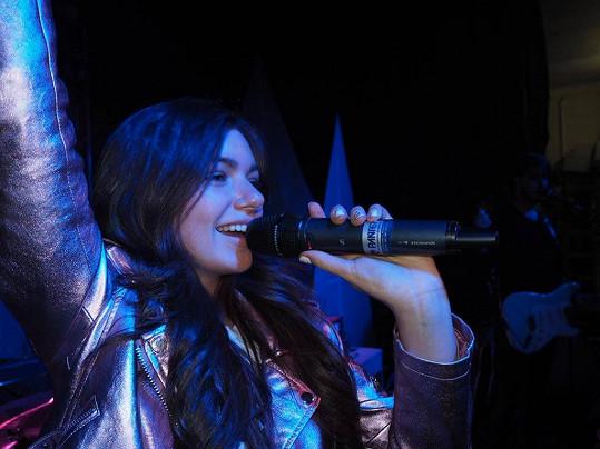 Nyní se chce opět naplno věnovat zpěvu.