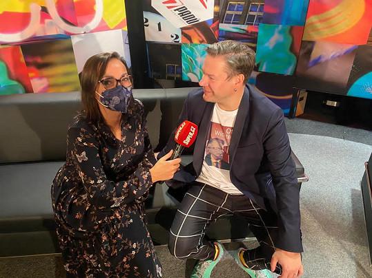 Zpěvák při rozhovoru se Super.cz, když byl hostem talk show 7 pádů Honzy Dědka.