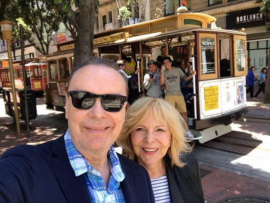 Štefan Margita a Hana Zagorová nevynechali projížďku ikonickou tramvají.