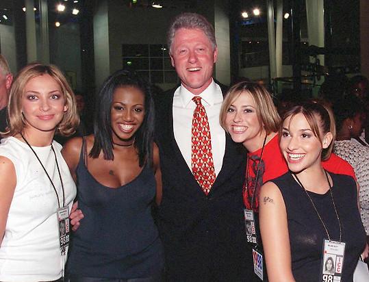 Kapela s Billem Clintonem v roce 1998, kdy byla na samém vrcholu.