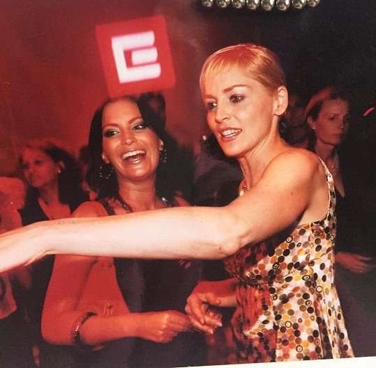 Se Sharon Stone se Partyšová setkala na festivalu v Karlových Varech.