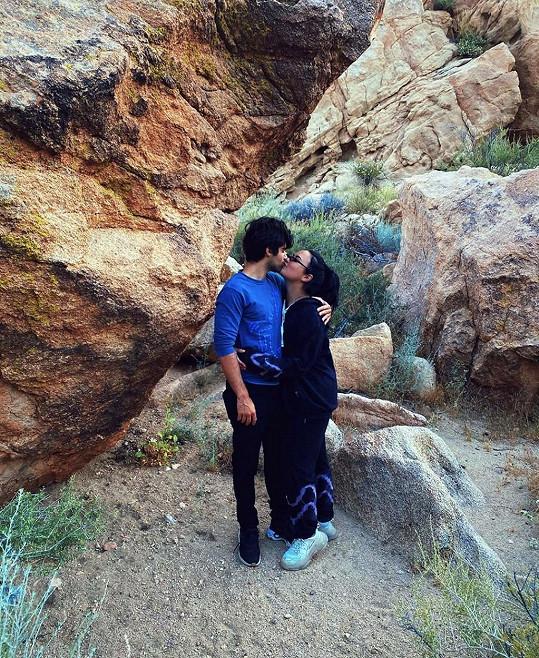 Demi Lovato se zasnoubila s Maxem Ehrichem.