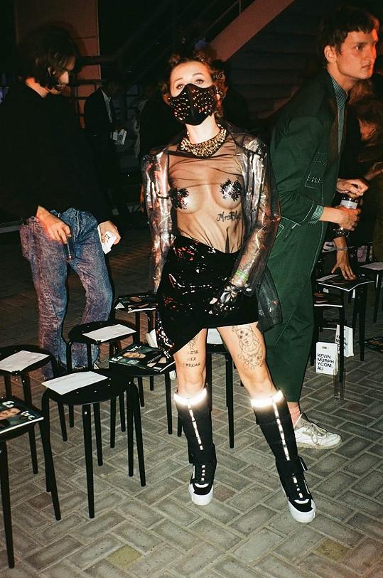 Takto odvážná byla zpěvačka během jedné z minulých edic pražského týdne módy.