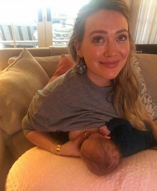 Hilary Duff vysvětlila, proč přestala v šesti měsících kojit svou dceru.