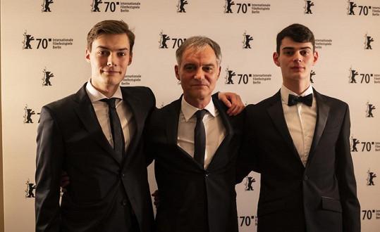 Ivan Trojan se syny Františkem (vlevo) a Josefem na Berlinale