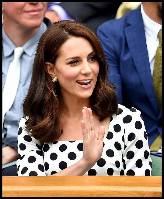 Když přišla Andymu Murraymu fandit na Wimbledon začátkem měsíce, měla ještě vlasy pod ramena.