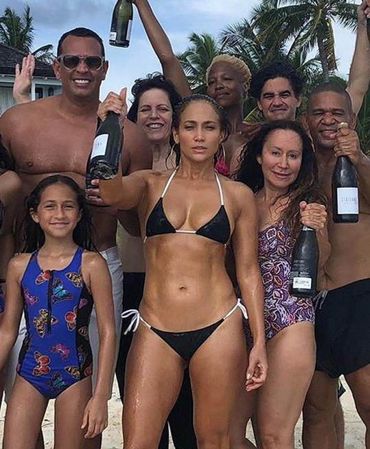 Jennifer Lopez v plavkách vypadá opravdu dokonale.