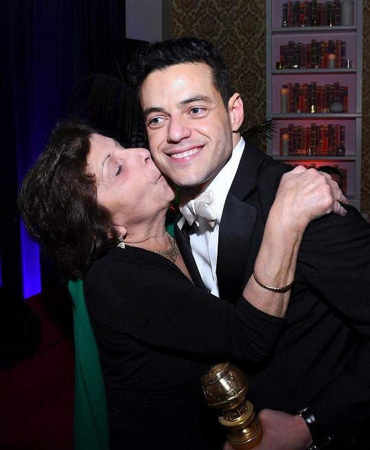Na synův úspěch se dívala přímo z hlediště losangeleského divadla Dolby.