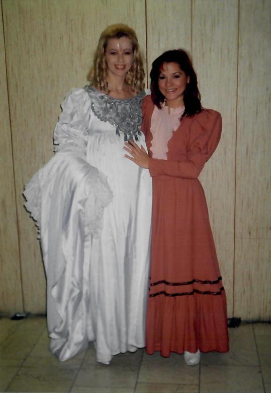 Magda Malá s Ivetou Bartošovou. Tehdy obě působily v muzikálu Dracula.