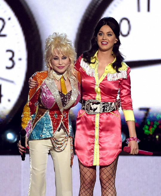 Dolly Parton a Katy Perry od sebe dělí 39 let.