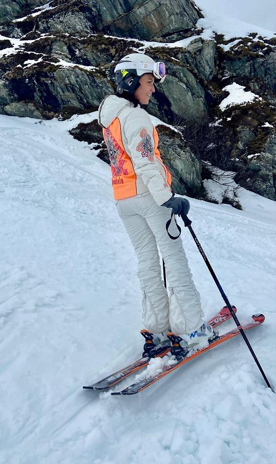 Gábina je milovnicí lyžování.