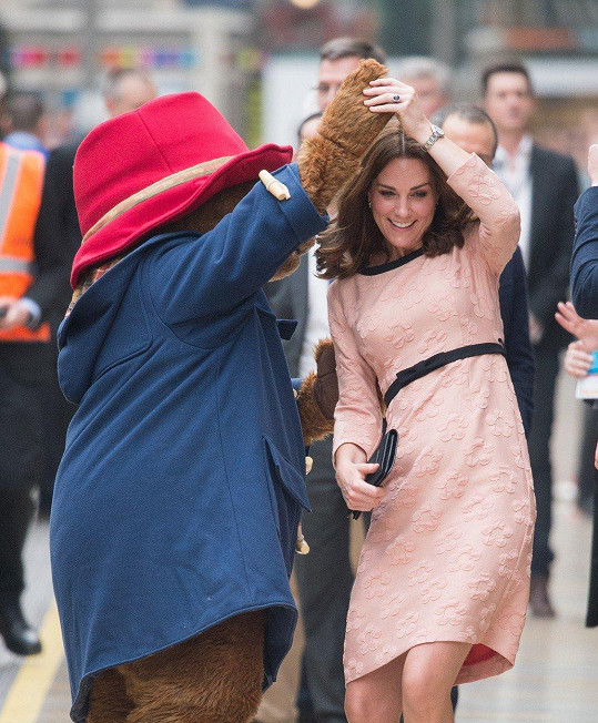 Těhotné vévodkyni už se daří lépe.
